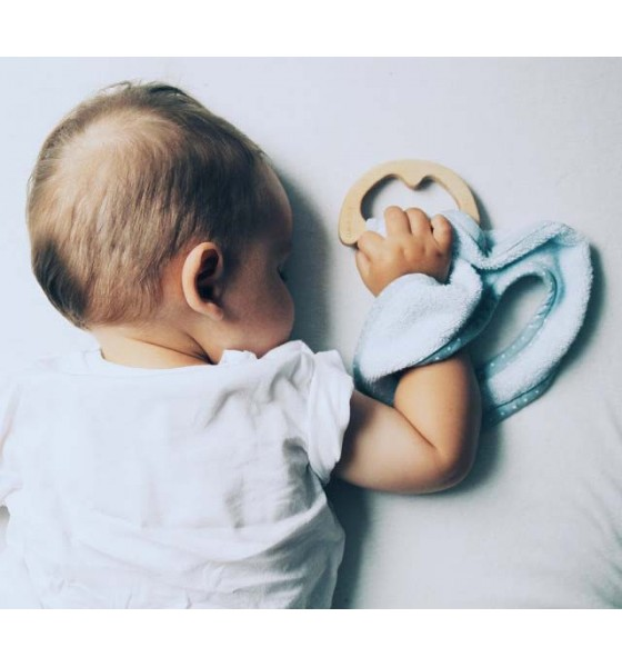 Lullalove śliniak z drewnianym gryzakiem supeRRO baby eco niebieski